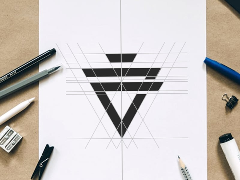 Jérémy Genin, graphiste indépendant pour la Création de logo et d'identité visuelle sur Arles
